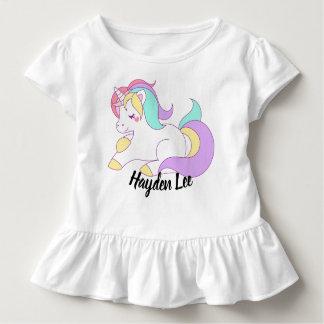 Camiseta Infantil O unicórnio & as estrelas inferiores do plissado