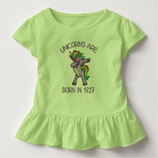 Camiseta Infantil Os unicórnios são em 1927 pose de toque ligeiro