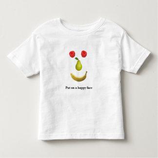 Camiseta Infantil Pnha sobre uma cara feliz