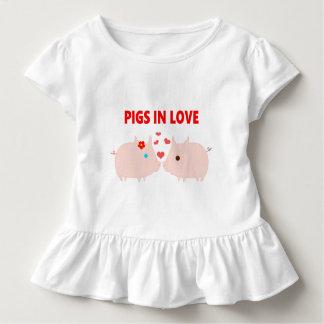 Camiseta Infantil porcos no amor