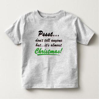 Camiseta Infantil Pssst… quase NATAL (preto)