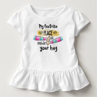 Camiseta Infantil Seu abraço meu T favorito do plissado do lugar |