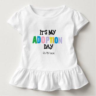 Camiseta Infantil Seu meu dia da adopção por ozias