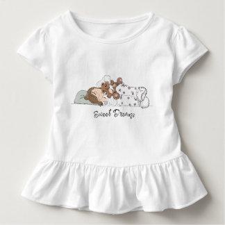 Camiseta Infantil Sonhos doces; Menina que dorme com seu urso