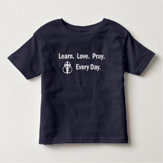 Camiseta Infantil T-shirt da criança: Aprenda que o amor Pray
