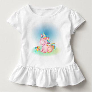 Camiseta Infantil Unicórnio cor-de-rosa com uma flor cor-de-rosa