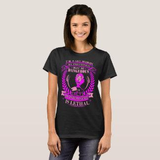 Camiseta Inteligência perigosa do Prettiness da mulher de