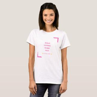 Camiseta Jesus, café, marido, benzinho, miúdos, nessa ordem