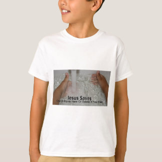 Camiseta Jesus na água com dois polegares levanta a