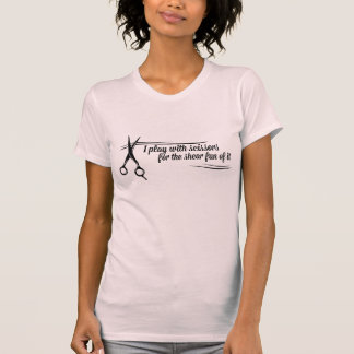 Camiseta Jogo com as tesouras para o divertimento da
