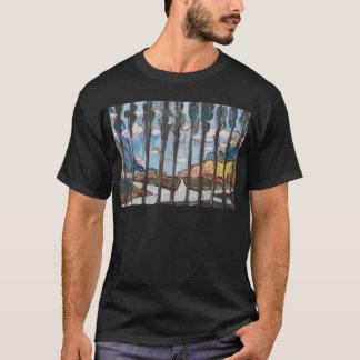 Camiseta Junção de estrada suburbana em um dia de inverno