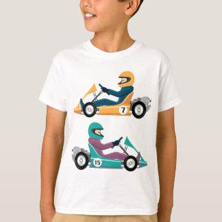 Camiseta Karting vai veículo da raça do carro com um