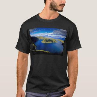 Camiseta Lago da cratera de Cuicocha e ilha, Equador Andes