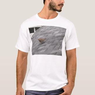 Camiseta Lamentar mergulhou em um telhado