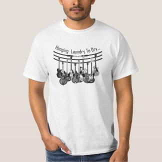 Camiseta Lavanderia de suspensão do guitarrista a secar