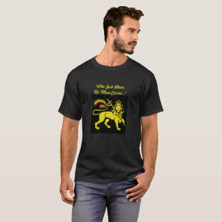 """Camiseta Leão de Rasta: """"Quem Jah não abençoa nenhuma praga"""