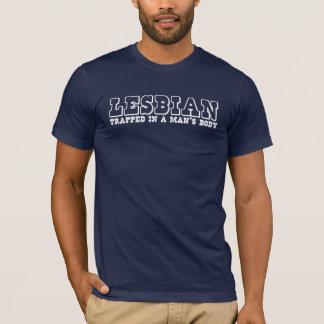 Camiseta LÉSBICA, prendida no corpo de um homem