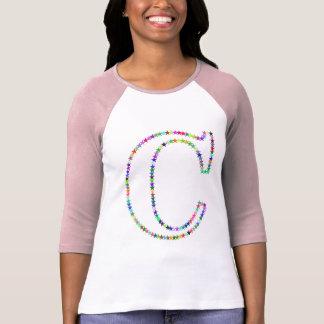 Camiseta Letra C da estrela do arco-íris