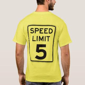 Camiseta Limite de velocidade 5: na parte traseira: