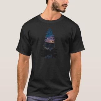 Camiseta Lince nos pinhos sob uma noite estrelado