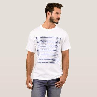 Camiseta Listras azuis do ziguezague no fundo branco
