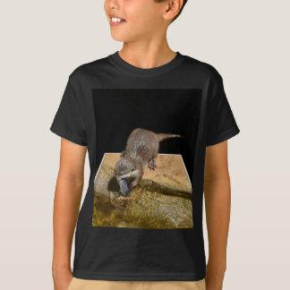 Camiseta Lontra que come peixes saborosos, t-shirt preto