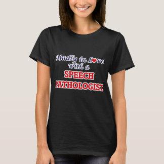 Camiseta Louca no amor com um patologista de discurso
