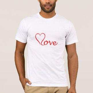 Camiseta Love coração em pano de fundo branco