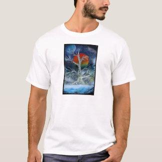 Camiseta Lua nevoenta da laranja da noite da única árvore