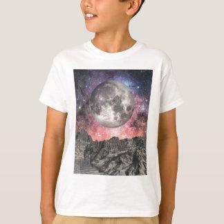 Camiseta Lua sobre o lago mountain