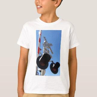 Camiseta Luzes e braço do cruzamento de estrada de ferro