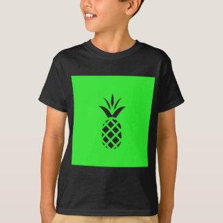 Camiseta Maçã do pinho preto no verde