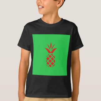 Camiseta Maçã do pinho vermelho no verde