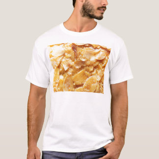 Camiseta Macro de divisores da amêndoa em um bolo