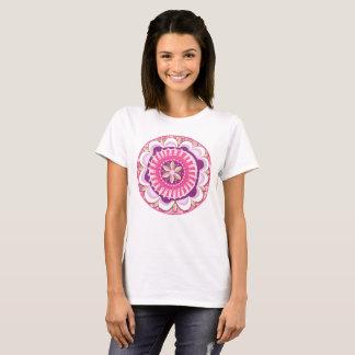 Camiseta Mandala floral no rosa