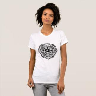 Camiseta Mandala polinésia do tatuagem do estilo preto e