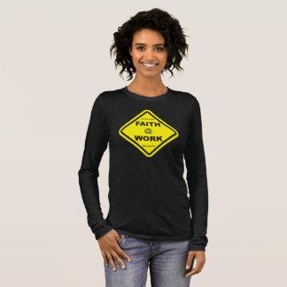 Camiseta Manga Longa a fé preta das senhoras na luva longa do trabalho