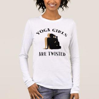 Camiseta Manga Longa As meninas da ioga são t-shirt torcido