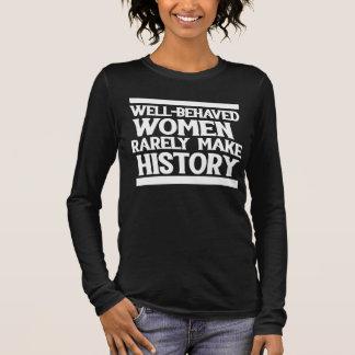 Camiseta Manga Longa As mulheres bem comportadas fazem raramente a
