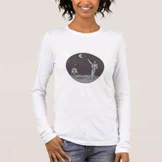 Camiseta Manga Longa Astronauta que aponta linha da canela da lua das