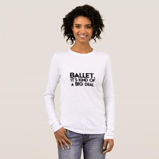 Camiseta Manga Longa Balé. Ele tipo de um negócio grande