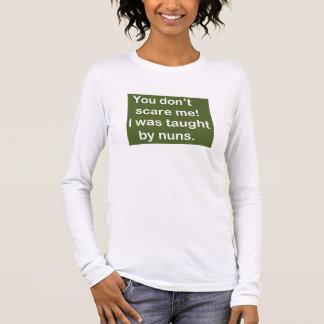 Camiseta Manga Longa Ensinado por freiras em verde escuro