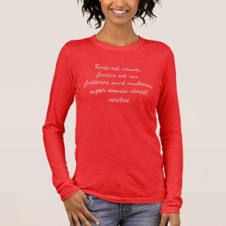 Camiseta Manga Longa O vinho é… mulheres fortes, mais fortes ainda