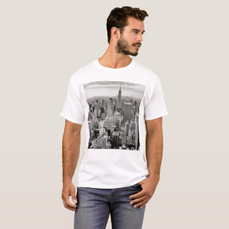 Camiseta Manhattan, New York (panorama preto & branco)