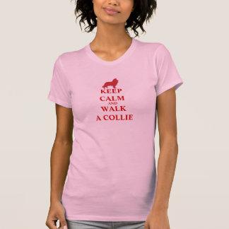 Camiseta Mantenha a calma & ande um t-shirt das mulheres do