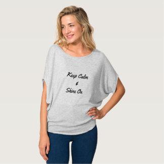 Camiseta Mantenha a calma & brilhe sobre