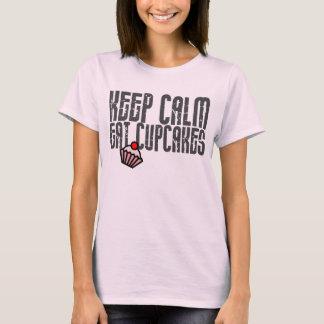 Camiseta Mantenha a calma. Coma cupcakes