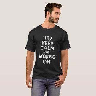 Camiseta Mantenha a calma e a Escorpião no aniversário