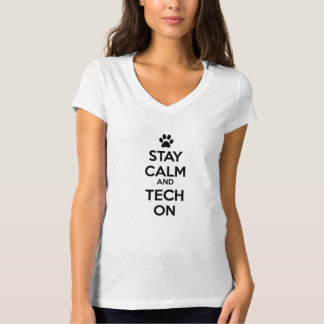 Camiseta mantenha a calma e a tecnologia sobre!