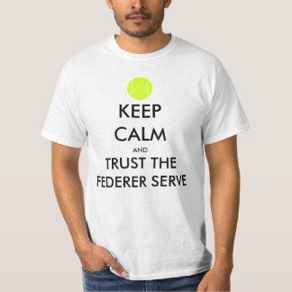 Camiseta Mantenha a calma e confie o t-shirt do saque de